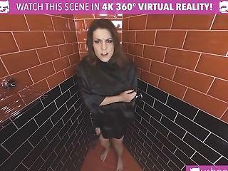 Sexy: 590 Videos